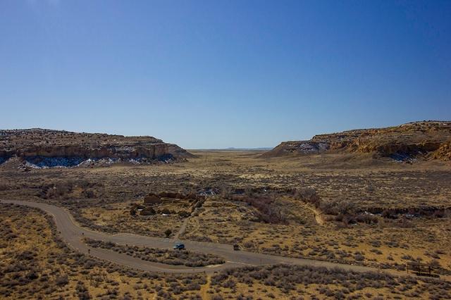 looking at Pueblo del Arroyo from the Pueblo Alto Trail