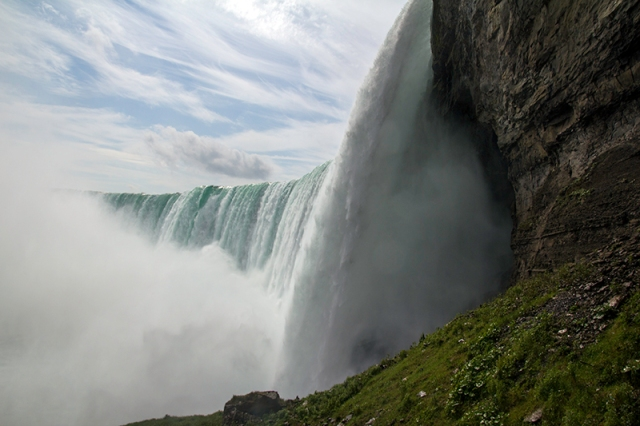 view of Horseshoe Falls from the Journey Behind the Falls upper viewing platform