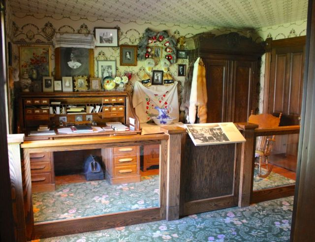 inside the Kirmse house