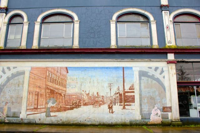 one of many centurial murals in Ilwaco, WA - Main Street, 1924