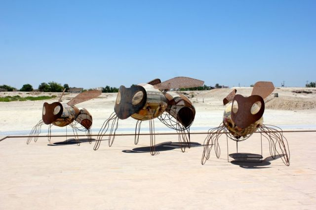 giant mosquitoes at Qal'at al-Bahrain